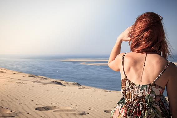 Femme Dune du Pilat ©D.Remazeilles (Gironde Tourisme)