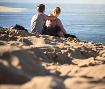 Couple Dune du Pilat ©D.Remazeilles (Gironde Tourisme)