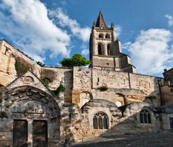 Vue sur l'église monolythe de Saint-Emilion - Gironde Tourisme/François Poincet