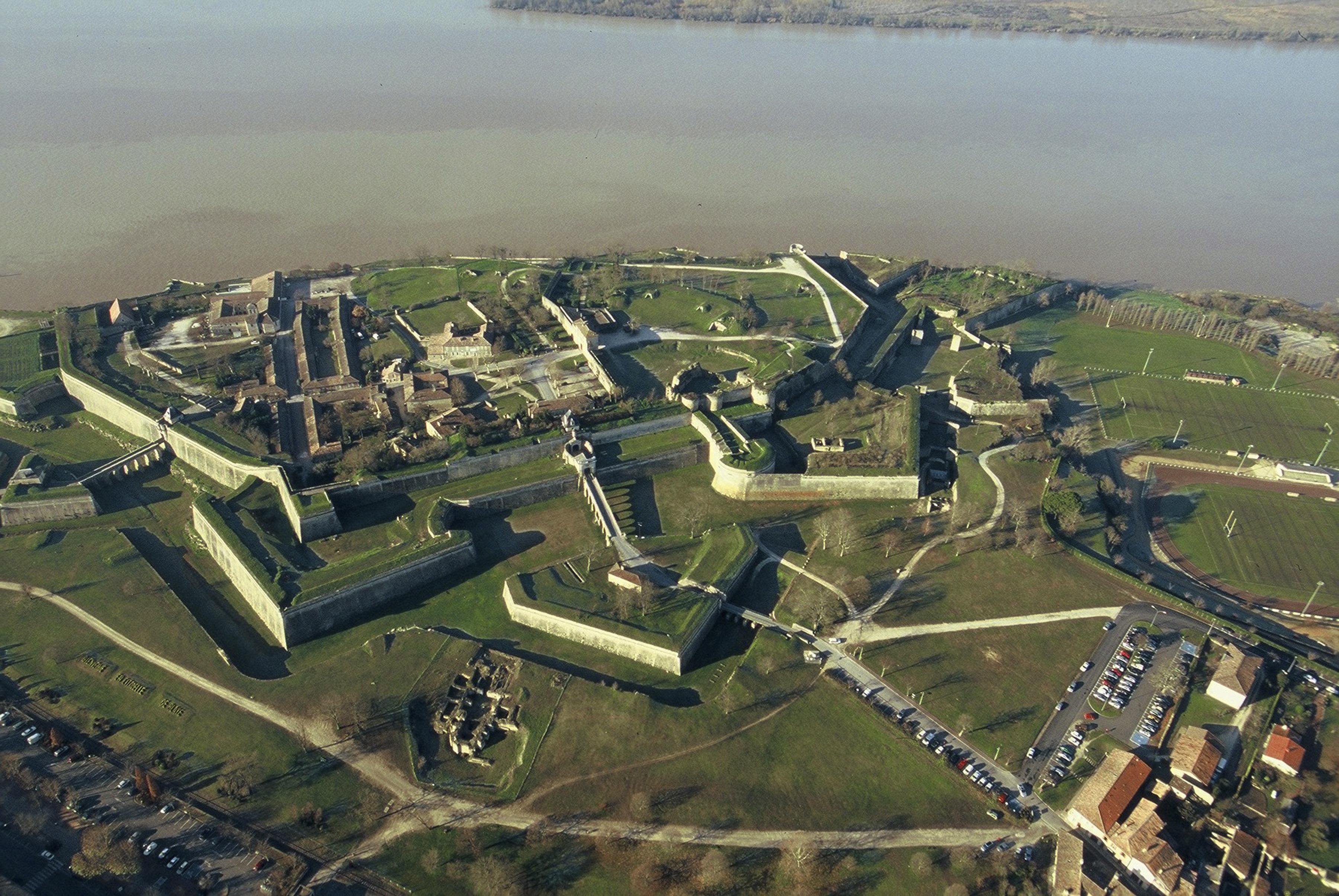 """Résultat de recherche d'images pour """"citadelle de BLAYE"""""""