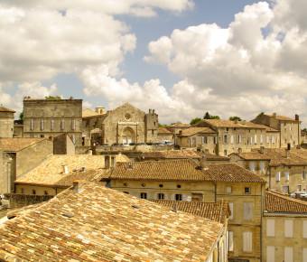 vue sur le village de Saint-Emilion depuis les hauteurs - ADT Gironde Tourisme/Yannick Serrano