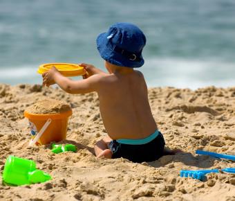 Enfant sur une plage de Gironde - Gironde Tourisme/Phovoir