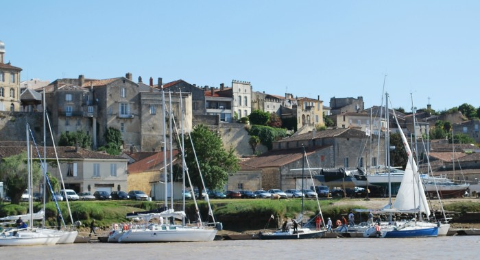 Bourg vu du port © OT Bourg