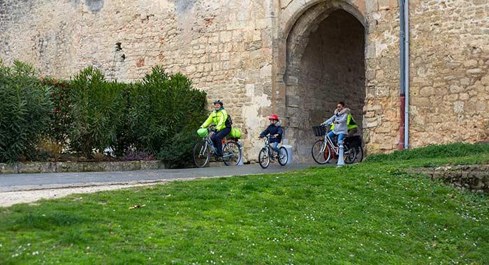 Vélo dans la citadelle de Blaye - © David Remazeilles (Gironde Tourisme)