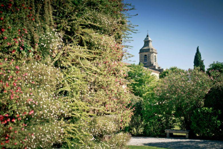 Mur-vegetal-et-eglise-TaylorYandell-800-X-600