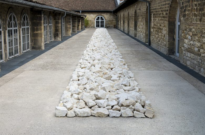 Richard-Long-White-Rock-Line–1990-remade-2014-Collection-CAPC-photo-F-Deval-red