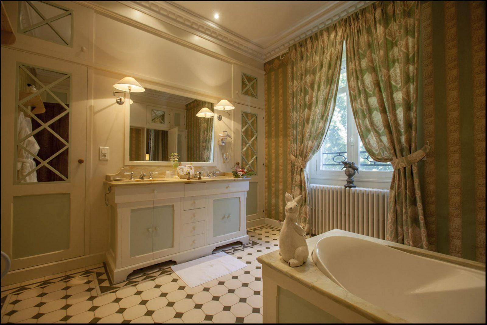 077 La Riviere bd_093 – Chambre Violet Le Duc 4