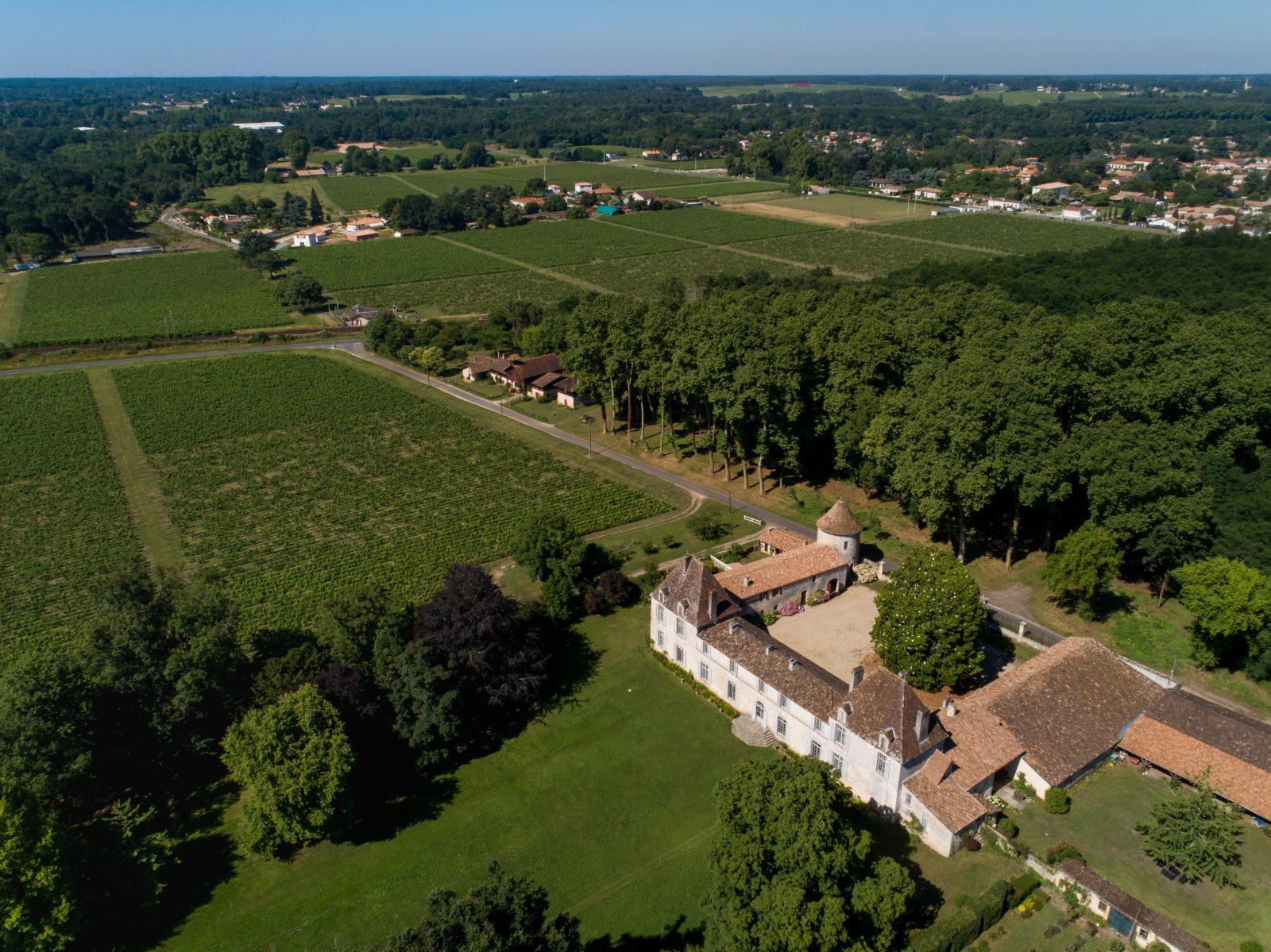 1–Chateau-d-Eyran-vue-aerienne-2