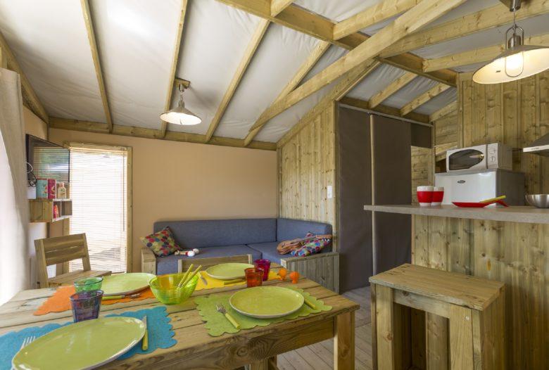 2-locatif-SWEET-FLOWER-interieur-Camping-des-Pins-Soulac-sur-Mer-2