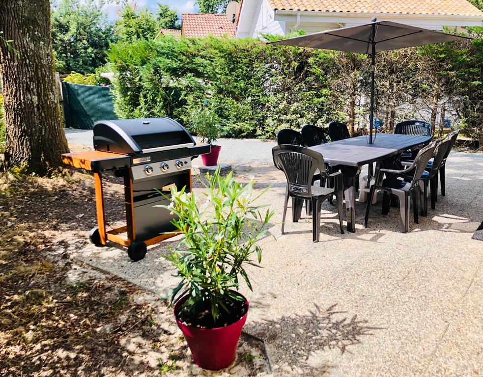 3. TERRASSE barbecue-plancha – CHALET HARMONY