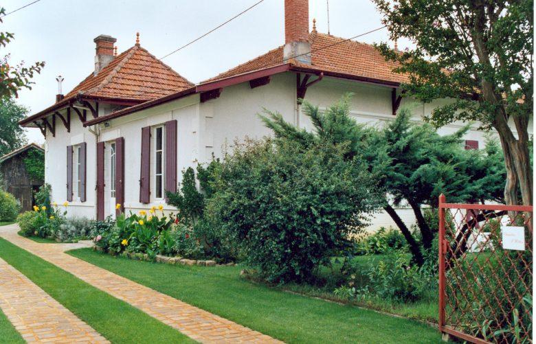 Chambre hôtes Dumas Jardin Arès