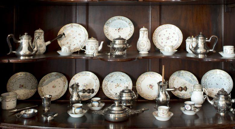 5–Armoire-bordelaise-de-présentation—collection-de-porcelaine-et-d'orfevrerie-de-Bordeaux—-©museedesartsdécoratifsetdudesignbordeaux-Ph_w2