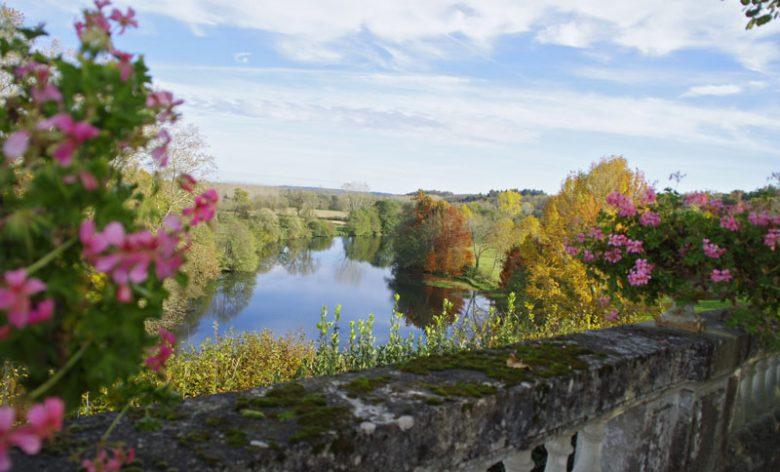 Abzac-400X800-Château-vue-automne-format paysage-CCordonatto_CAT9496