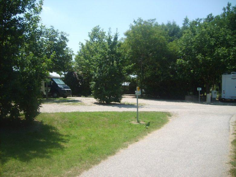Aire de Camping Car Fontet 2