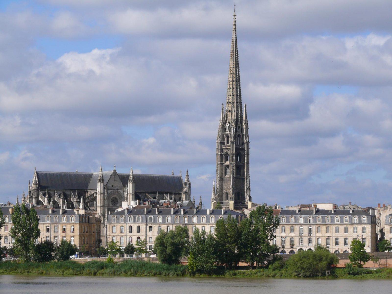 Basilique Saint Michel côté fleuve