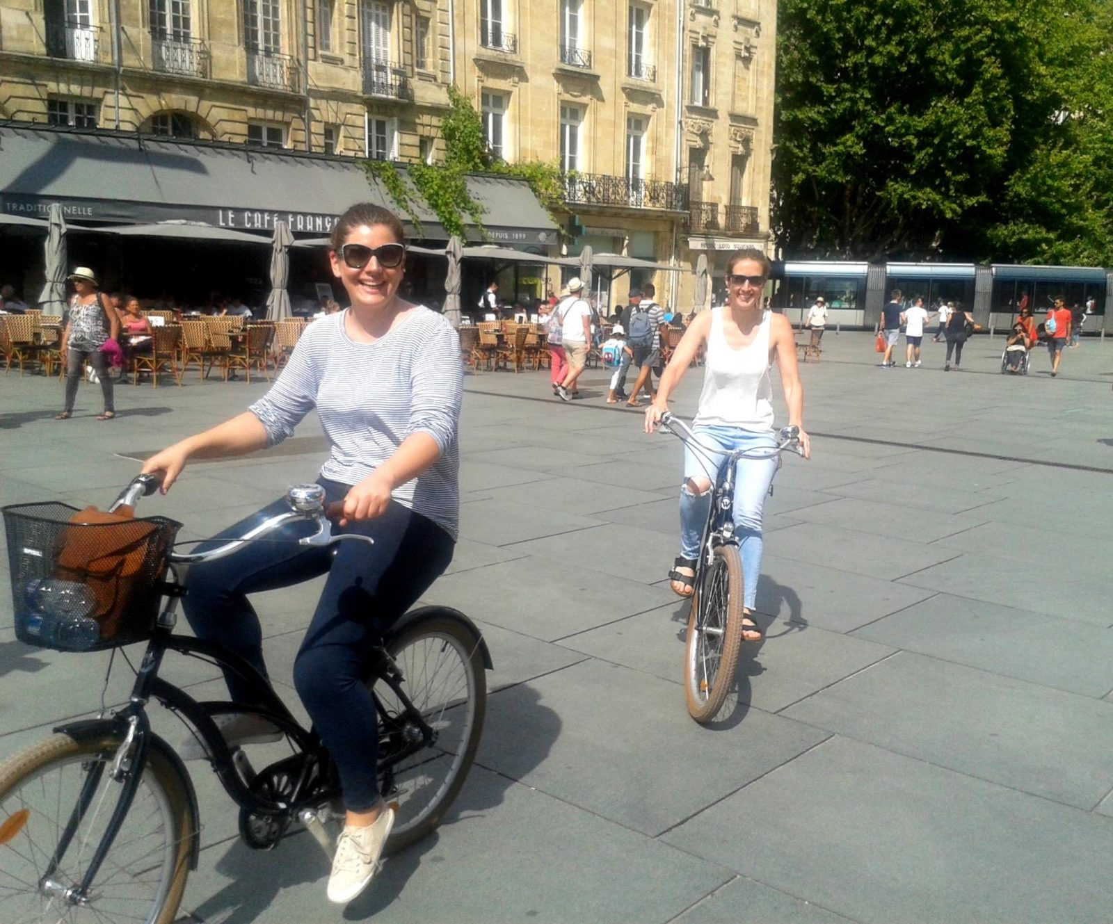 Bordeaux-Tour-Bike-lovely-day