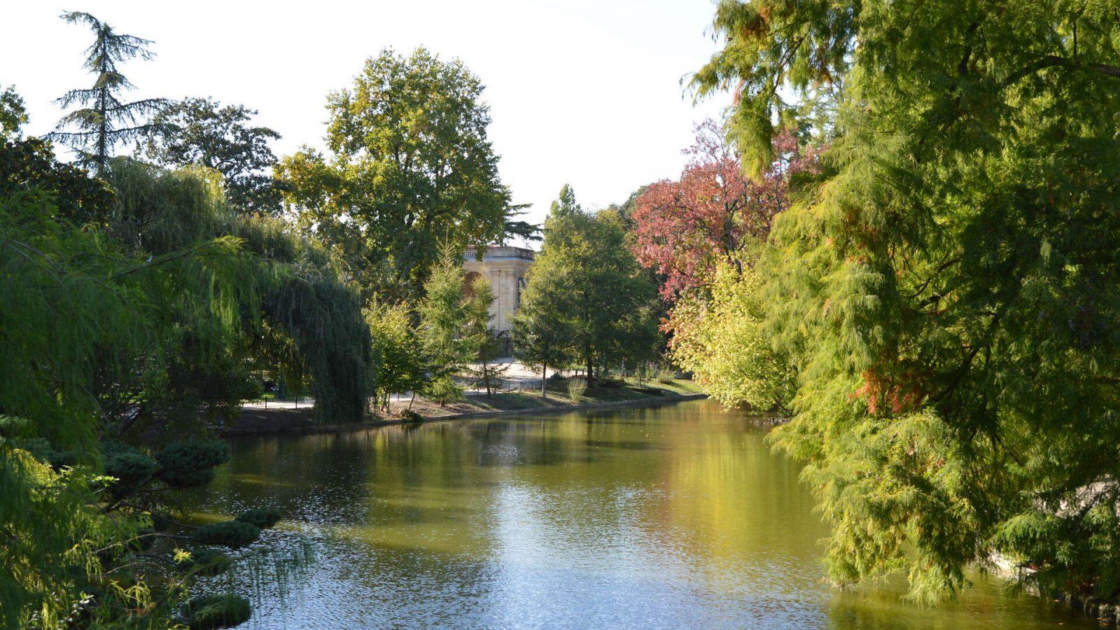 Bordeaux-en-automne, plan d'eau