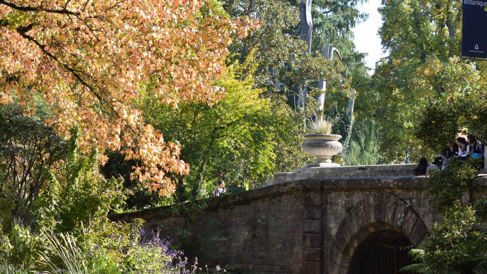 Bordeaux-en-automne, détail de la terrasse