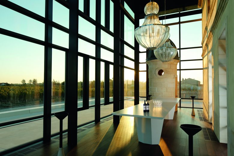 CHATEAU-PEDESCLAUX-salle-degustation—Rodolphe-Escher-