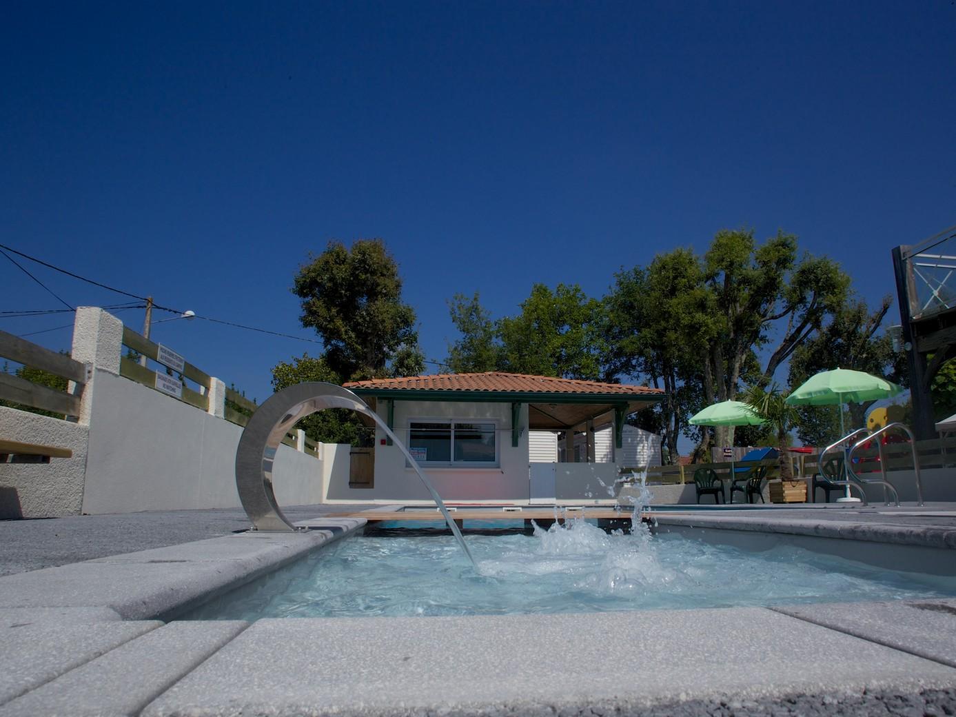 Camping Pasteur vacances – piscine Arès ©Pasteur vacances