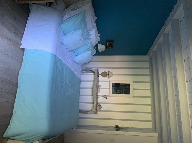 Chambre-bleu—L-air-du-temps—Ares–Valerie-Urtizverea–