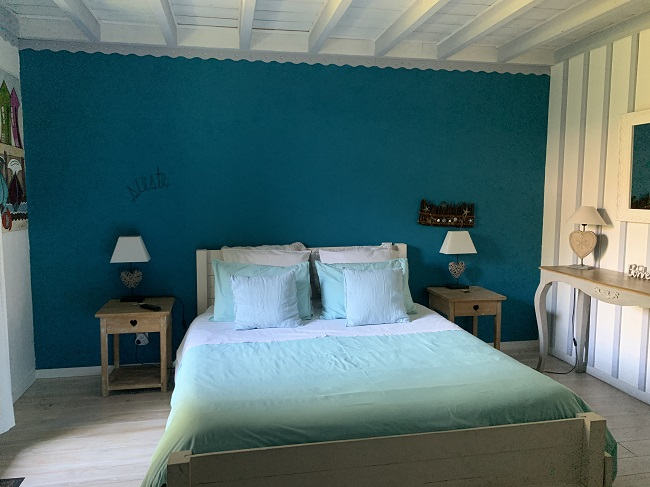 Chambre-bleu—chambre-d-hotes—Ares–Valerie-Urtizverea–