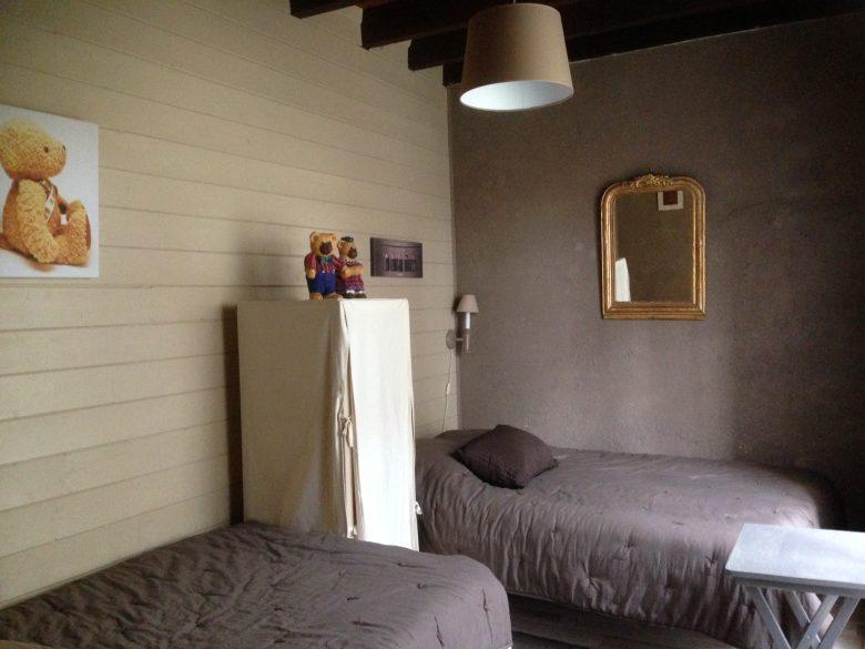 Chambre deux lits – Maison des Vendangeurs – Château de Vacques