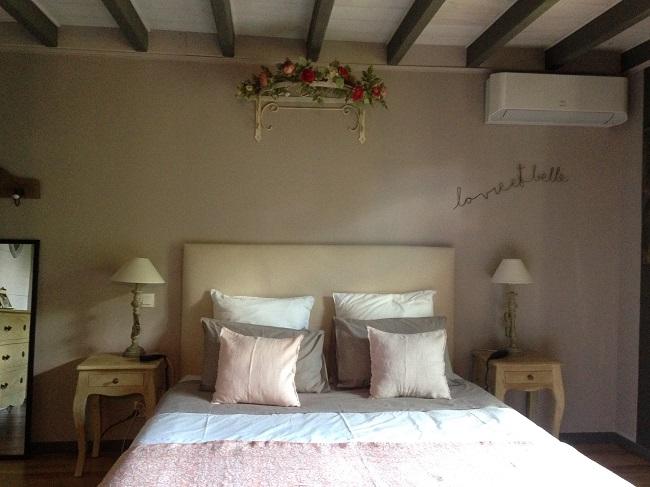 Chambre-rose—Ares—Bassin-d-Arcachon–Valerie-Urtizverea–