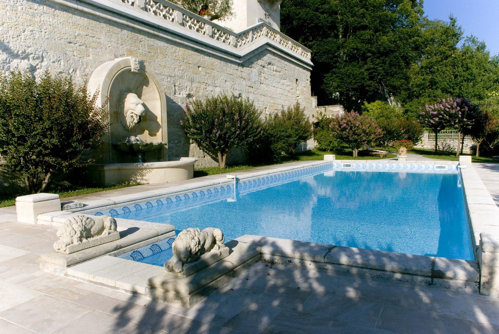 Château La Rivière piscine
