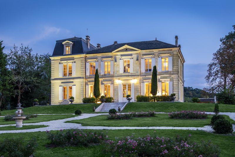 Chateau-de-Garde-1
