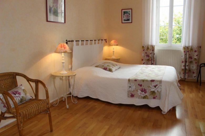 Domaine-de-la-Gravette–Chambre-d-Hotes-cubnezais-Chambre-merlot-800×600