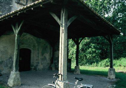 A Belin-Béliet, des murs qui parlent et des fontaines qui soignent
