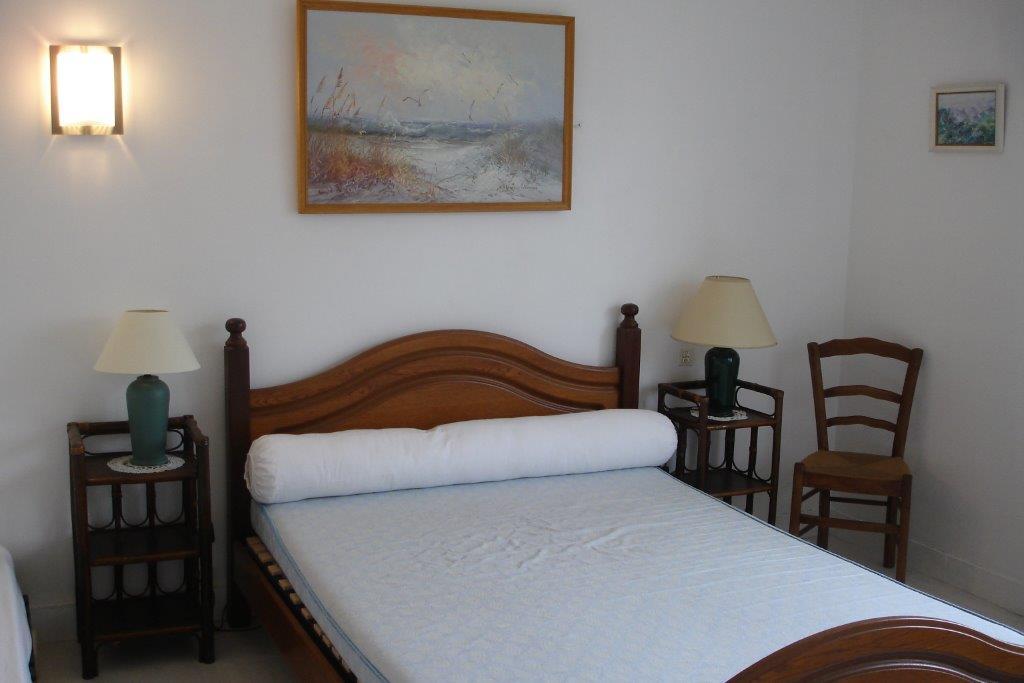 GRIZEAU – Chambre Villa côté jardin