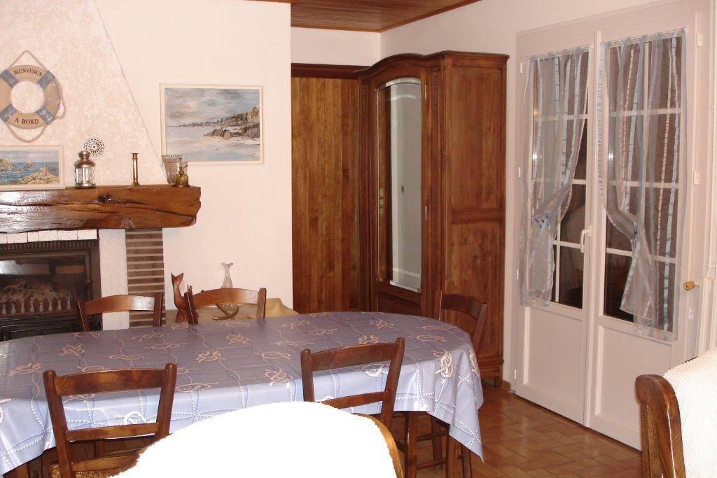 GRIZEAU – Salle à manger Villa côté rue