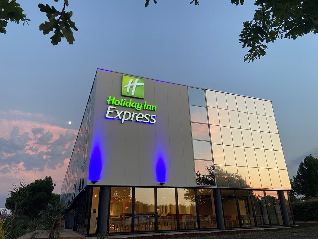 Hôtel Holiday Inn Express 2