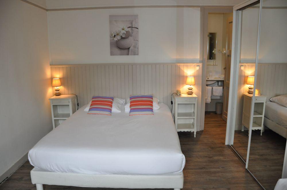 Hotel-Ttiki-etchea—chambre-4-2