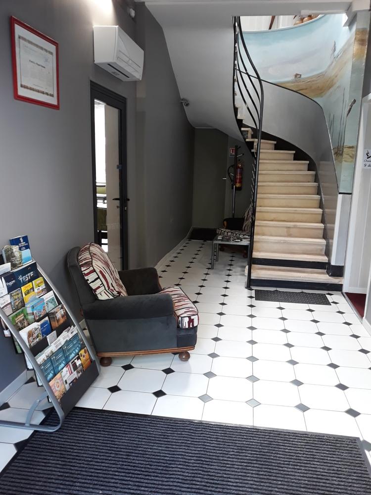 Hotel-de-france—entree