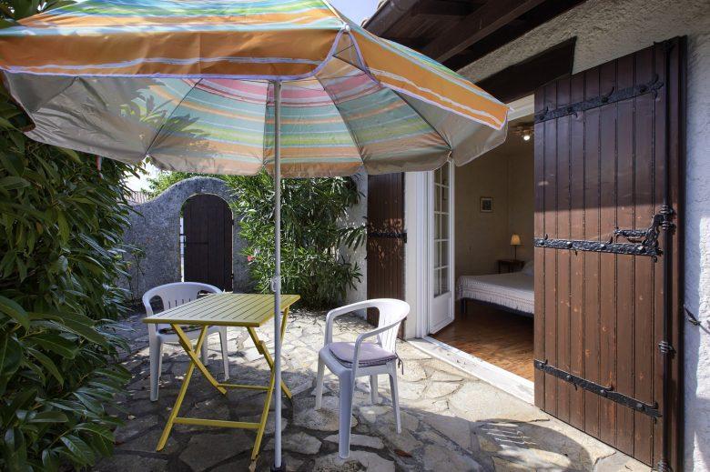 Chambre hôtes Biensan Salon jardin Arès