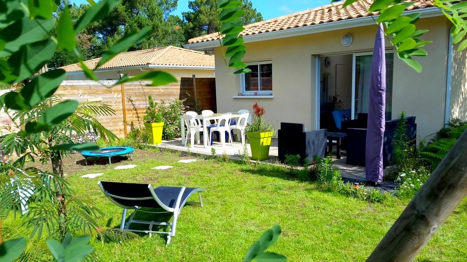LMDV-10-Location-Maison-De-Vacances-Piscine-Naturellement-Bassin-Meuble-Tourisme-3-Etoiles