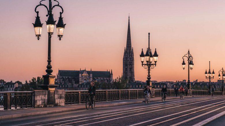 La-fleche-Saint-Michel-depuis-le-pont-de-pierre-Teddy-Verneuil—-lezbroz