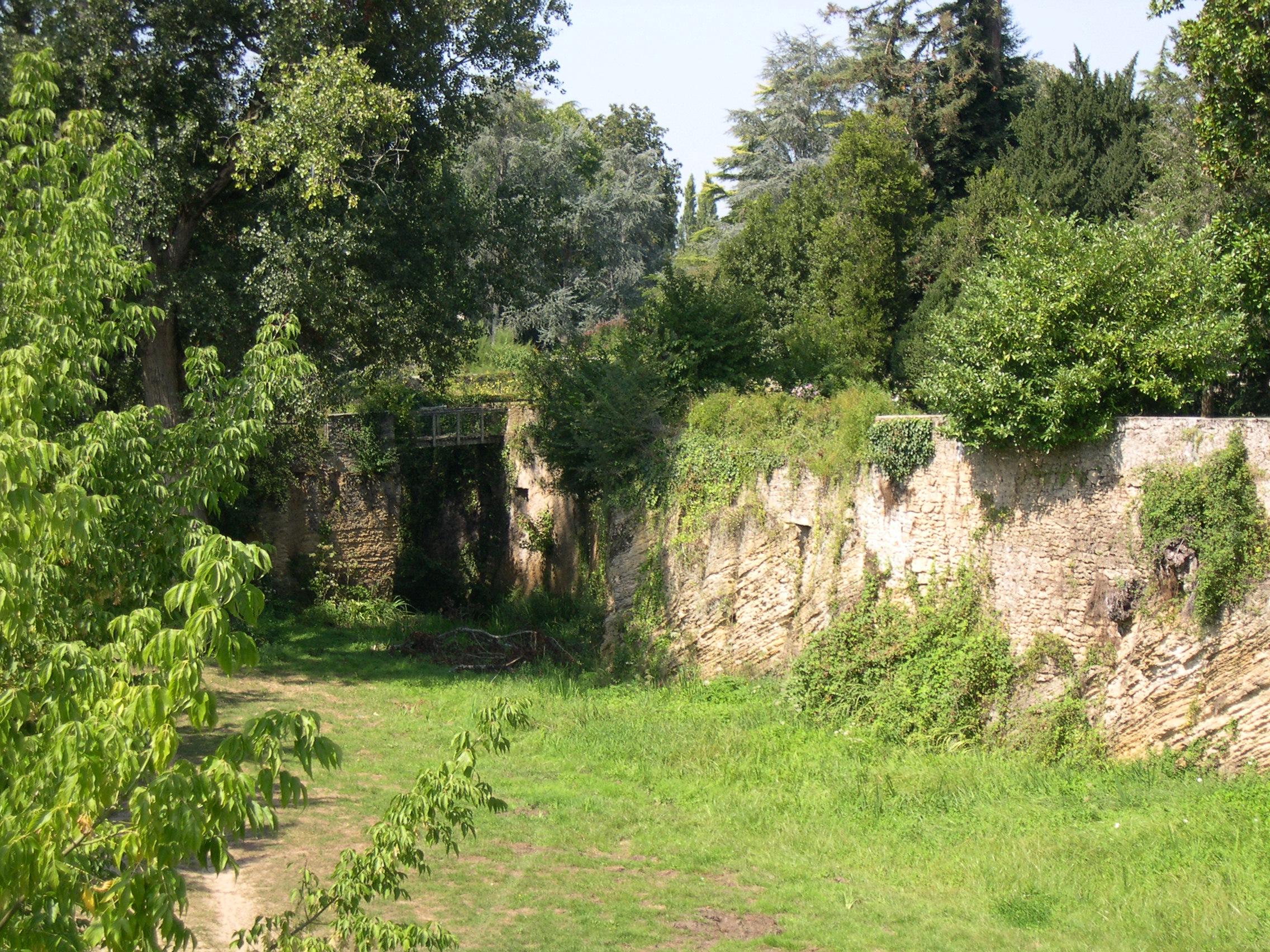 Les-Faluns—mur-archeologique