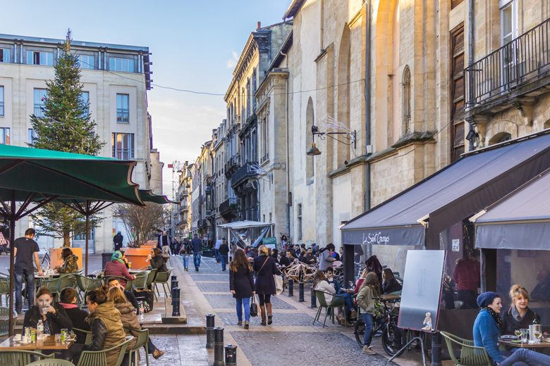 Les-terrasses-de-la-place-Camille-Jullian@-Rémy-Martineau