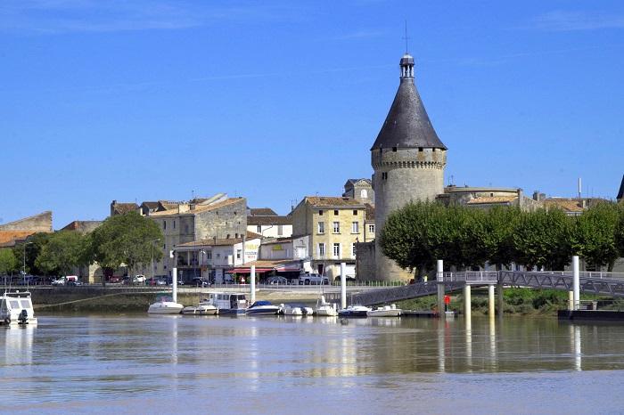 Libourne-Balade-fluviale-sur-la-Dordogne-Bateau-l-Hermine-CCordonatto-600X800-KAT9209-001