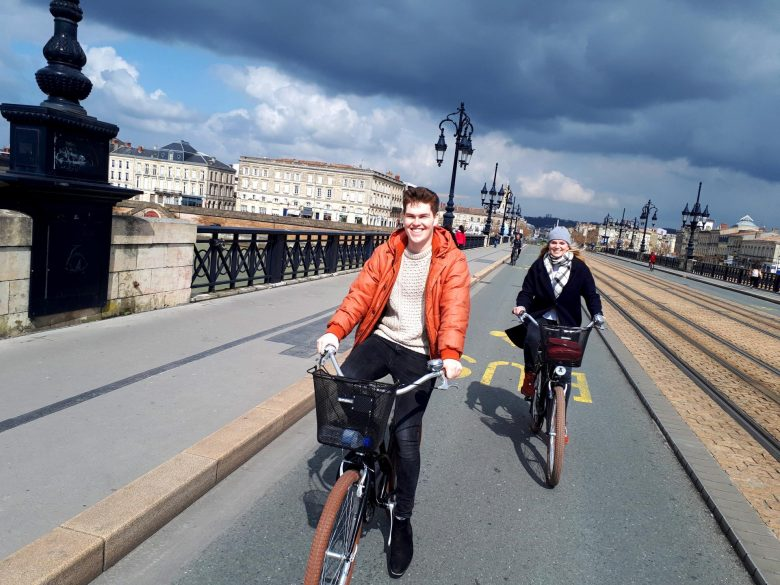 Lovely-tour-visit-Bordeaux-by-bike