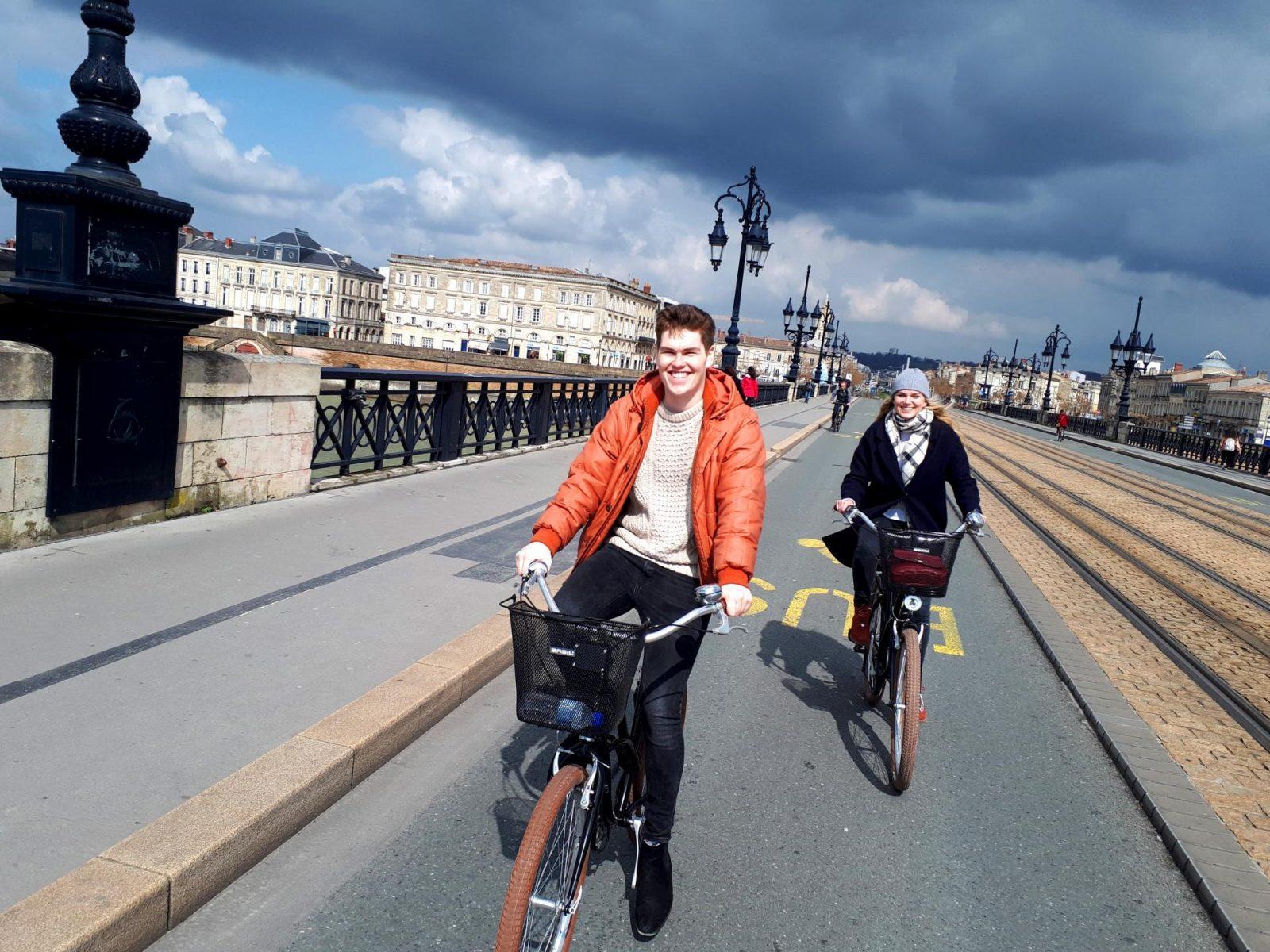Lovely-tour-visit-Bordeaux-by-bike