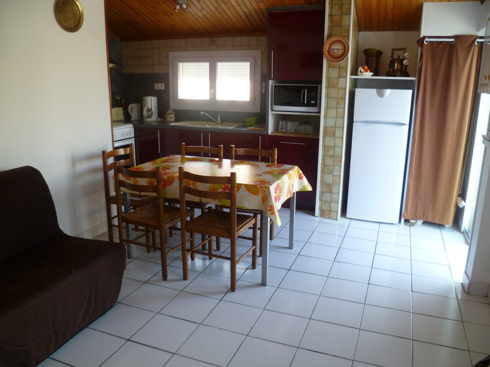 Location vacances Leyssalle Salon Arès