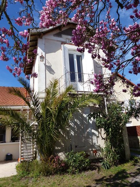 Meuble-vacances-jardin-en-fleurs—Ares–M-Gueret-