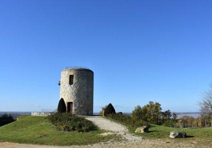 Les Moulins de Montalon et leur stèle