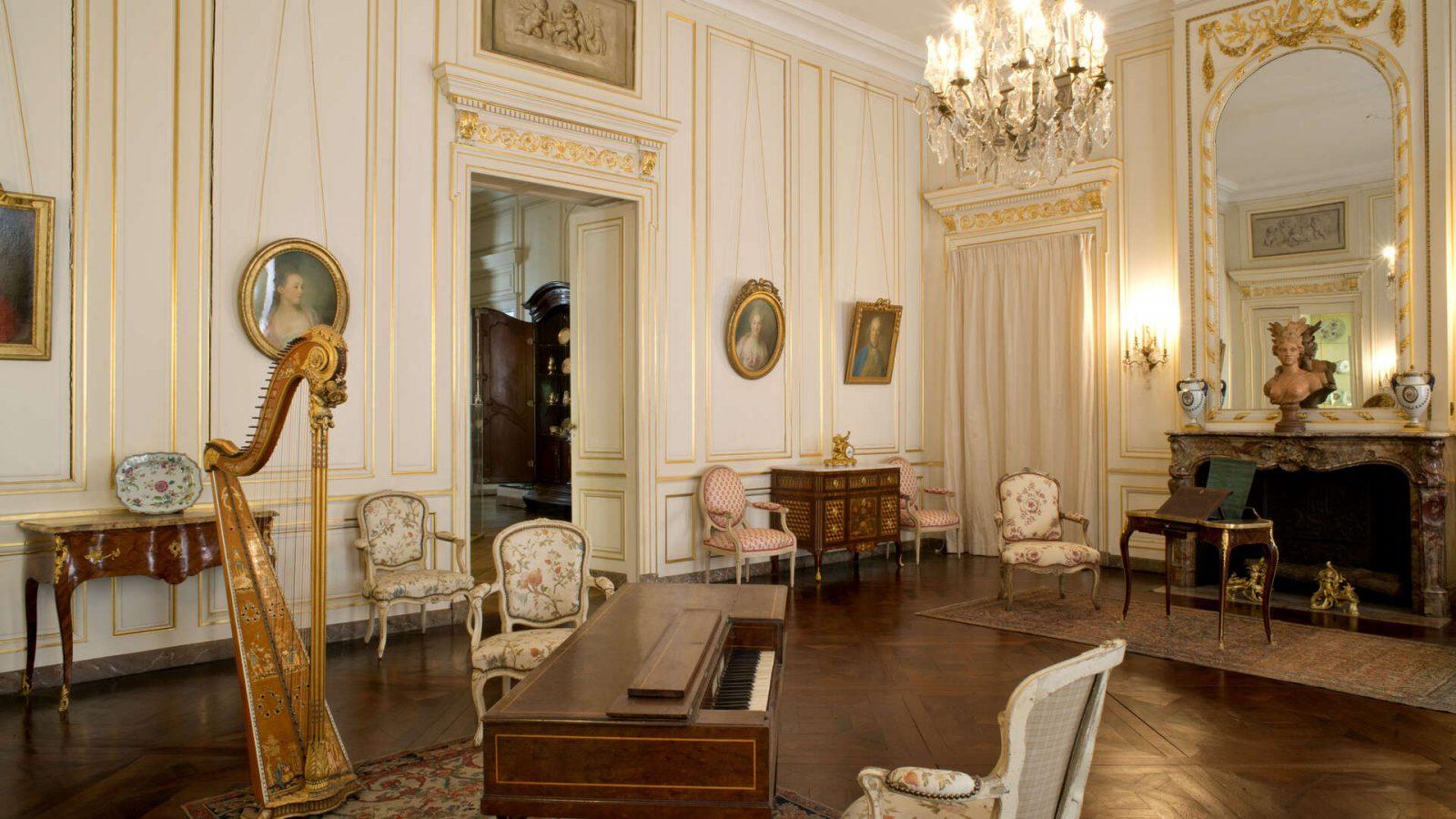 Musee-des-Arts-Decoratifs-et-du-Design-Salon-de-Compagnie