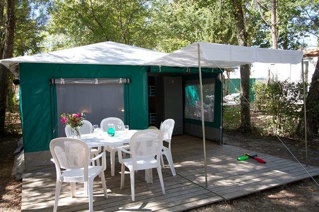 Petit-Palais – Camping Le Pressoir